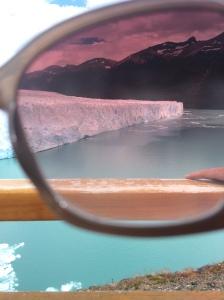 Fica a dica levar óculos escuro, porque a paisagem branca força a vista.